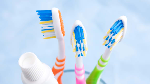 ask-history-who-invented-the-toothbrush_istock_000018983612medium-2