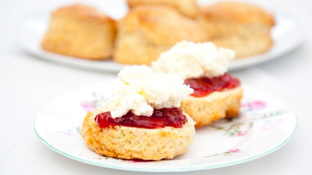 hungry-history-queen-victorias-scones-istock_000021782334large-2