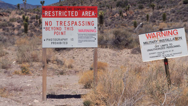 ufos_area-51_restricted-military-area-known-for-alien-incident_corbis-2