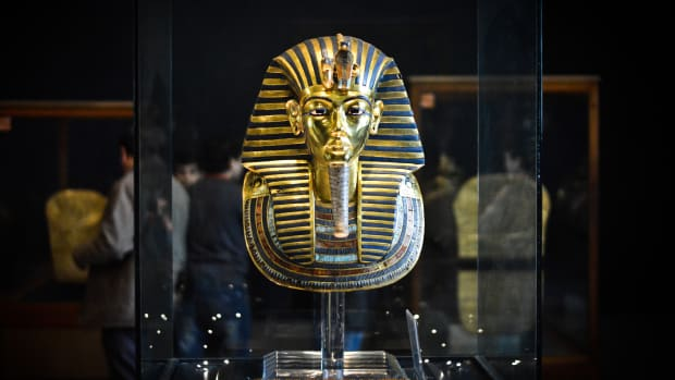 hith-king-tut-mask-gettyimages-462012922-2