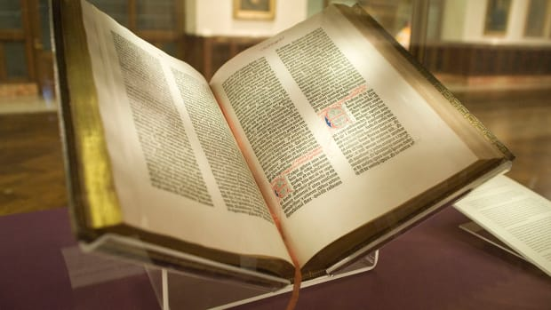 hith-gutenberg_bible_lenox_copy_new_york_public_library_2009-_pic_01-2