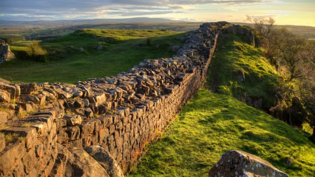 hith-hadrians-wall-istock_000041785482large-2