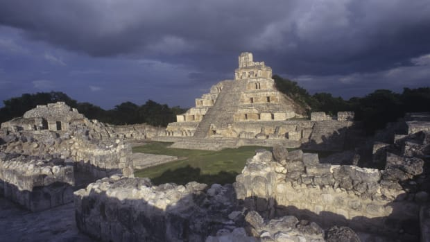 mexico-campeche-edzna-the-great-acropolis-exterior