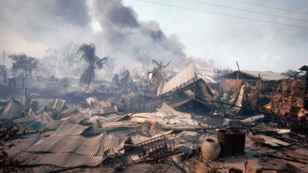destroyed-cholon-district-of-saigon-1968