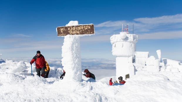 04 Feb 2008, New Hampshire, USA — Hikers at the Summit of Mt. Washington — Image by © Mike Theiss/Ultimate Chase/Corbis