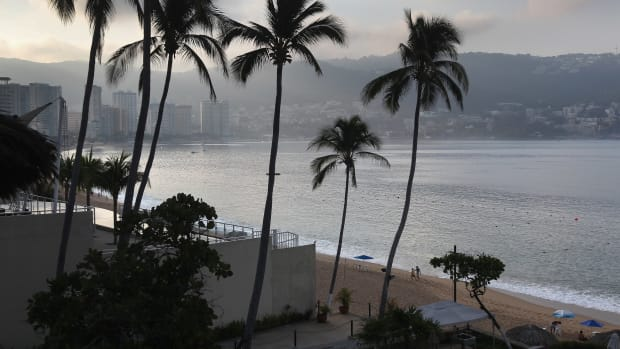 drug-violence-plagues-mexican-resort-town-of-acapulco