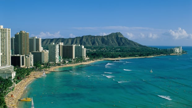Honolulu, Hawaii, USA — Waikiki Beach and Diamond Head — Image by © Steven Vidler/Eurasia Press/Corbis