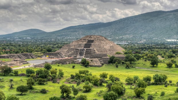 pyramid-of-the-moon-teotihucan