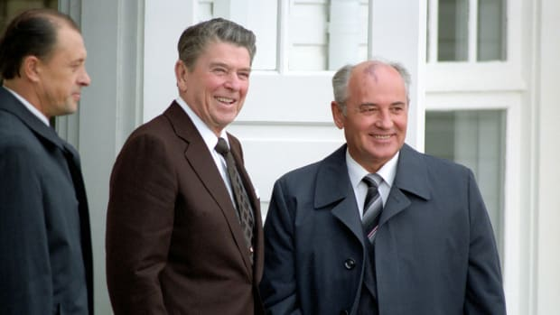 10/11/1986 Trip to Iceland Reykjavik Summit Arrival of General Secretary Mikhail Gorbachev at Hofdi House