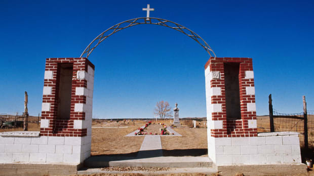 Burial Ground in Wounded Knee, South Dakota. (Image by Corbis)