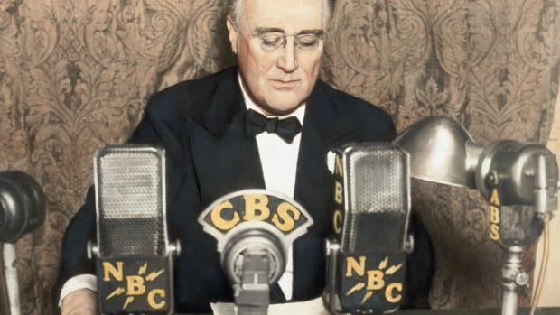 franklin-roosevelt-delivers-radio-address