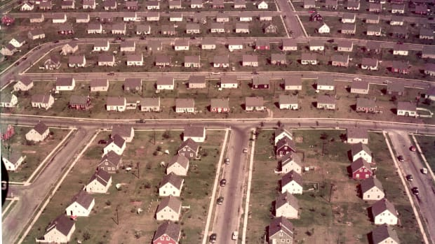 circa 1955:  An aerial view of track housing in the suburban development of Levittown, New York, 1950s.  (Photo by Hulton Archive/Getty Images)