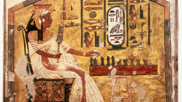 fresco-painting-of-nefertari-playing-senet
