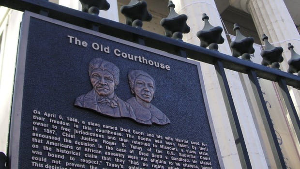 the-old-courthouse-displays-a-plaque-of-dred-and-harriet-sco