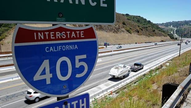 los-angeless-405-freeway-re-opens-ahead-of-schedule