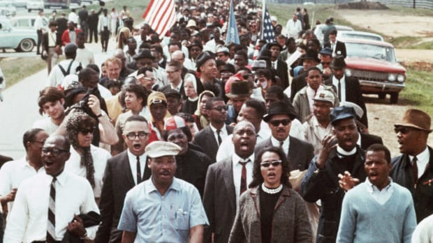 martin-luther-king-leading-a-march
