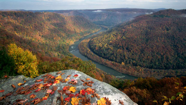 November 1997, New River Gorge National River, West Virginia, USA — Grand View Lookout Point — Image by © Richard T. Nowitz/CORBIS