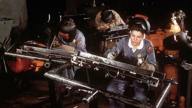 riveters-in-aircraft-factory