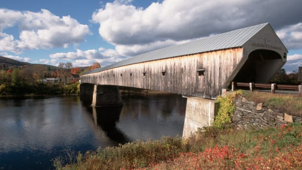 1866, Near Windsor, Vermont, USA — The 460-foot Cornish-Windsor Covered Bridge, the longest in the United States, spans the Connecticut River between Vermont and New Hampshire. — Image by © Phil Schermeister/CORBIS