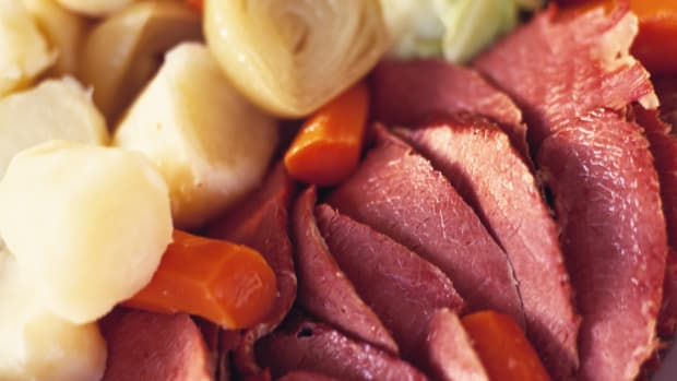 corned-beef-with-cabbage-leeks-and-carrots