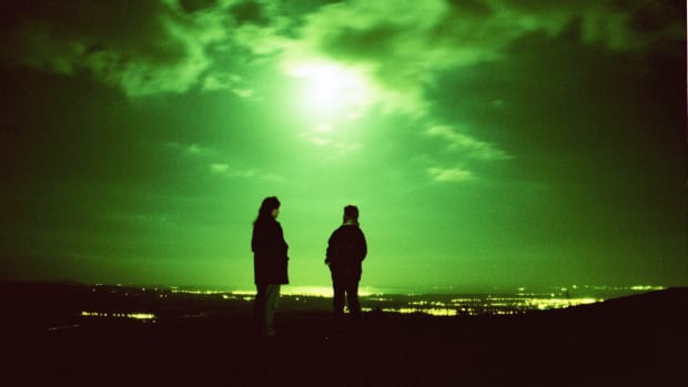 16 Nov 2000, BONNYBRIDGE, SCOTLAND, Great Britain — UFO spotters looking out over the Forth Valley in central Scotland where unexplained sightings are said to be frequent in Bonnybridge, Stirlingshire. — Image by © MC PHERSON COLIN/CORBIS SYGMA
