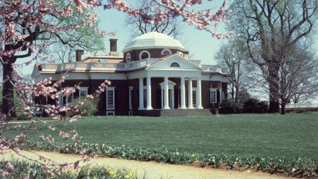 exterior-view-of-monticello