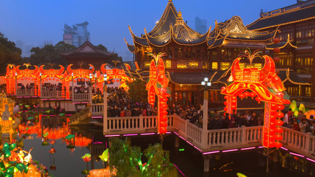 chenghuang-temple-fair-at-night
