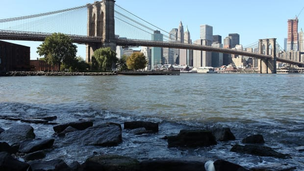 rising-sea-levels-due-to-global-warming-threaten-low-lying-new-york-city