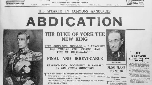 newspaper-with-headlines-on-king-edwards-abdication
