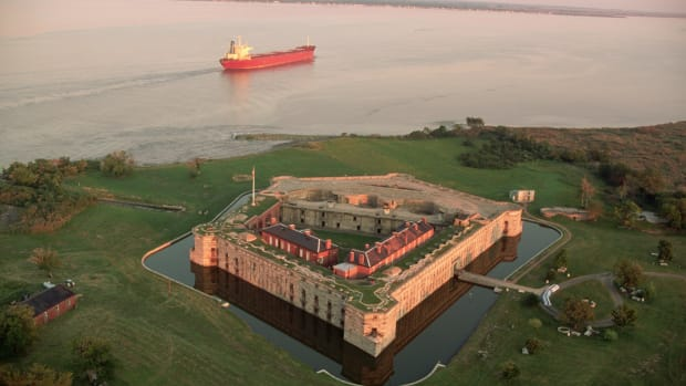 ca. October 1991, Pea Patch Island, Delaware City, Delaware, USA — The pentagon shaped Fort Delaware stands surrounded by a moat on Pea Patch Island in the Delaware River near Delaware City, Delaware. — Image by © Kevin Fleming/CORBIS