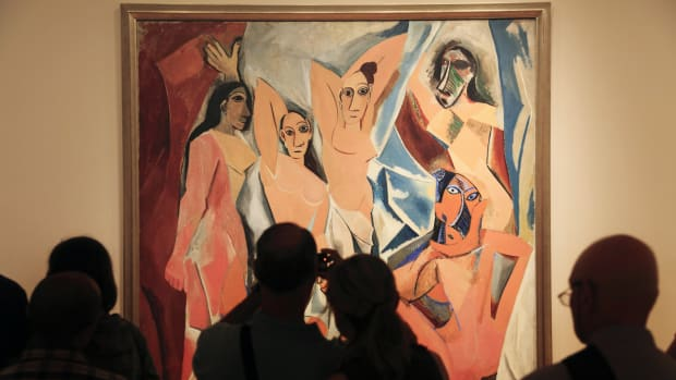 visitors-in-front-of-pablo-picassos-les-demoiselles-davignon-in-museum-of-modern-art-moma-manhattan-new-york-city-usa