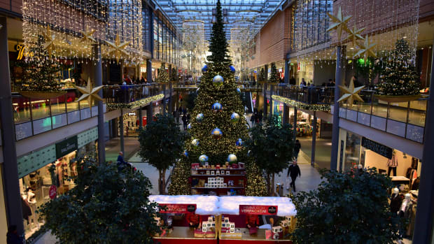 germany-christmas-decorations-shopping