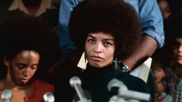 angela-davis-at-first-news-conference