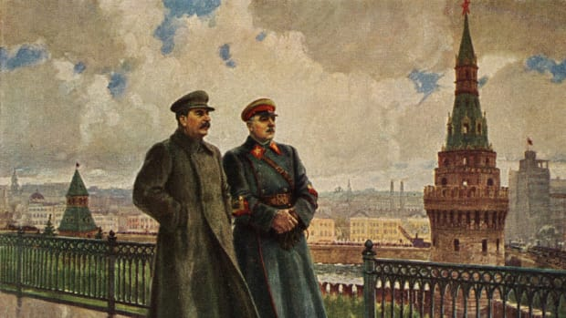 joseph-stalin-and-kliment-voroshilov-on-the-kremlin-grounds