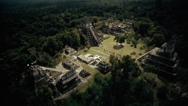 the-temples-at-tikal-surround-the-great-plaza