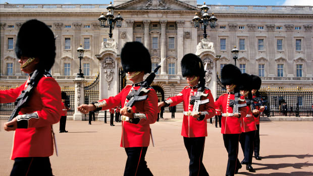 changing-the-guard-at-buckingham-palace