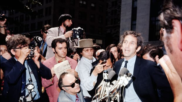 mit-associate-daniel-ellsberg-speaking-to-reporters