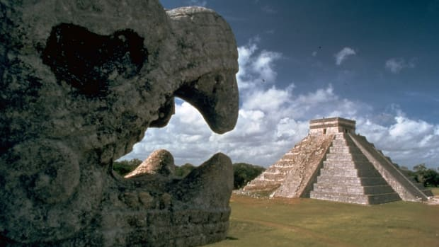 mayan-ruins-of-chichen-itza-built-by-may