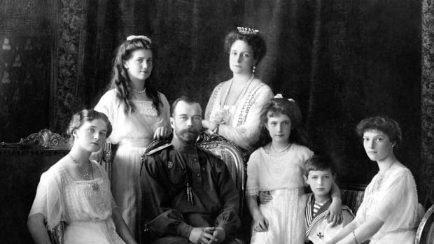 tsar-nicholas-ii-of-russia-with-his-family-1913