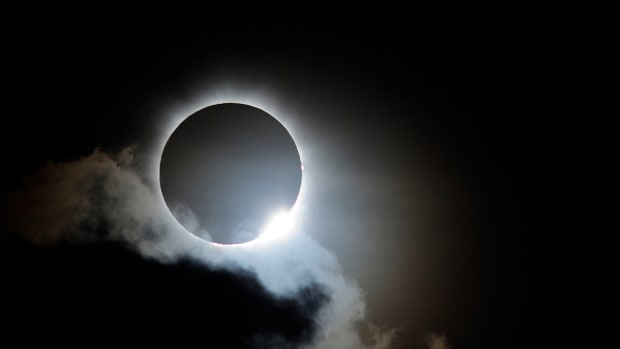 solar-eclipse-draws-crowds-to-north-queensland-vantage-points