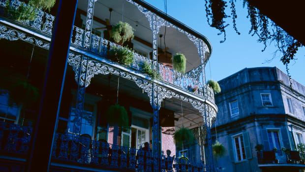 buildings-in-the-french-quarter-of-new-orleans