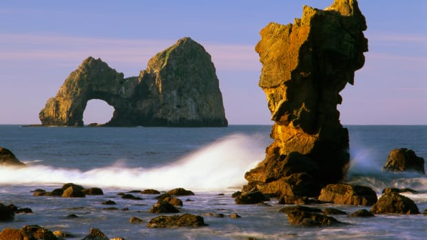 06 Jun 2000, Oregon, USA — Mack Arch is located off the Oregon Coast, near Crook Point. — Image by © Steve Terrill/Corbis