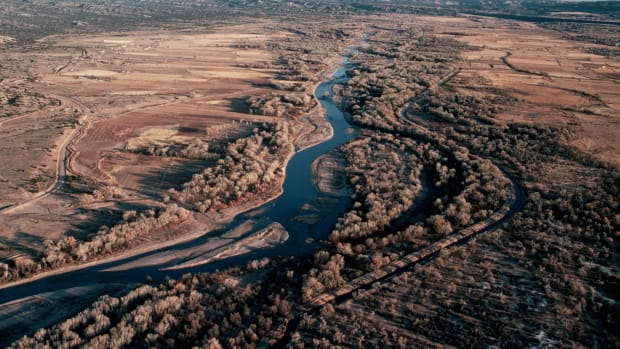 1982, near Santa Fe, New Mexico, USA — Aerial View of the Rio Grande — Image by © Dewitt Jones/CORBIS