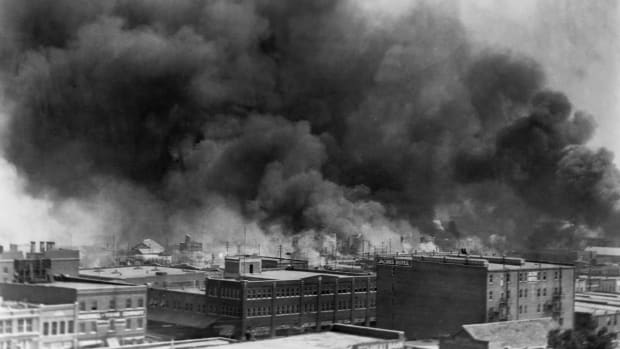 burning-buildings-during-race-riot-of-1921