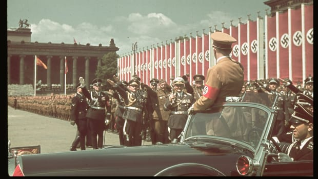 hitler-salutes-during-condor-legion-parade
