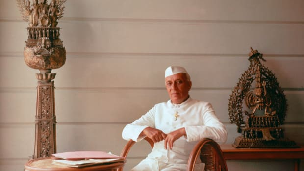 UNITED KINGDOM – JANUARY 01:  A portrait of Indian Prime Minister Jawaharlal NEHRU, in London in the 1950's. He wished to industrialize and economically develop India to curb misery. In matters of foreign affairs, NEHRU administered policies of nationalism, anti-colonialism and neutrality.  (Photo by Keystone-France/Gamma-Keystone via Getty Images)