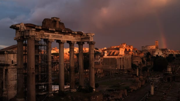 italy-rome-archeology-weather