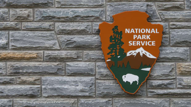 national-park-service-sign-with-copy-space-to-left