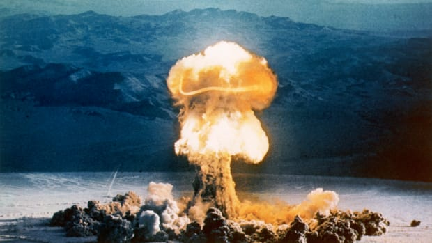 "25 May 1953, Nevada Test Site, Nevada, USA — ""Grable"" Explosion During Operation UPSHOT-KNOTHOLE — Image by © CORBIS"