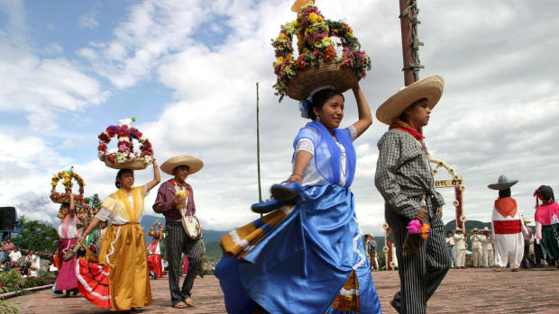 atlixquences-women-and-mexican-charros-march